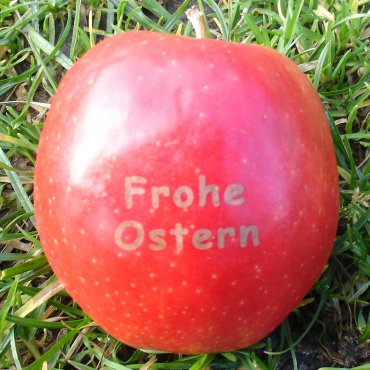 Roter Apfel mit Frohe Ostern Branding